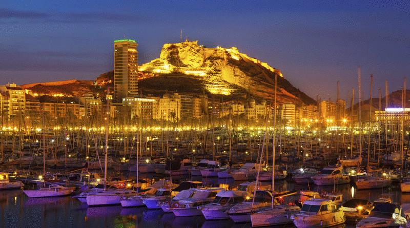 Alicante ved kysten i Spania