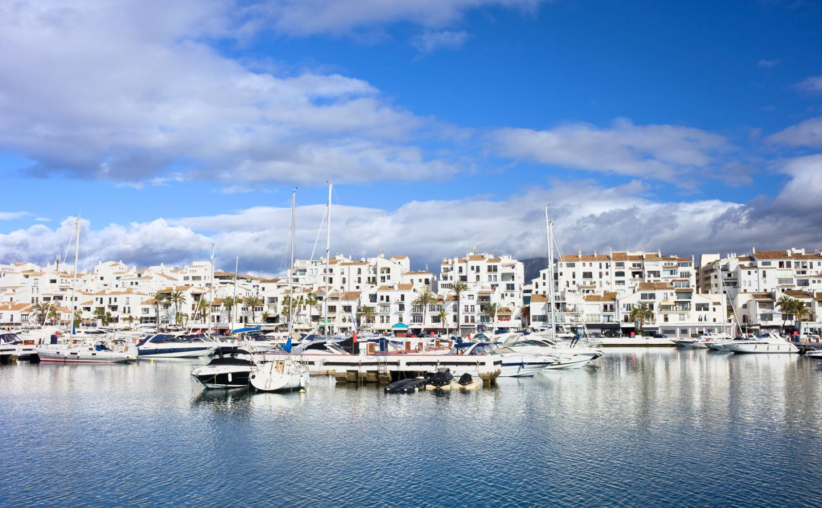 Marbella ved kysten i Spania