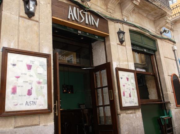 Uteliv i Alicante Bar Austin