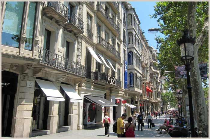 Shopping gaten Passeig de Gracia i Barcelona