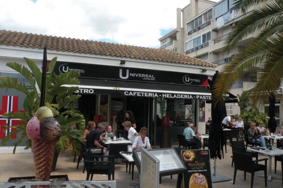 Universal Lounge Bar i Alfaz del Pi